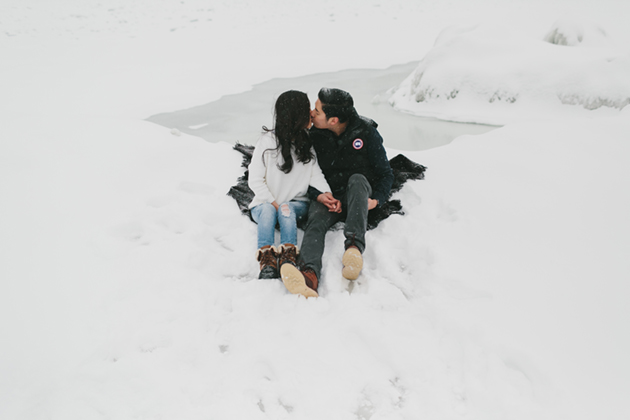 snowy-winter-engagement-session-0013
