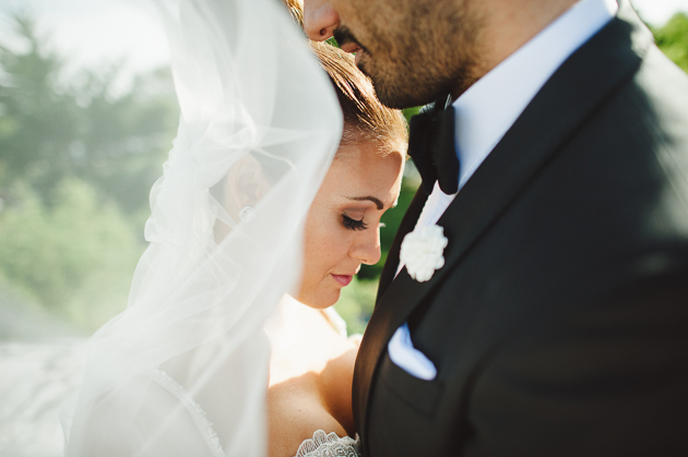 How to Master an Effortless Pose for Your Wedding Pictures