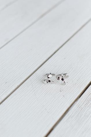 Muskoka Wedding Toronto Photography. Wedding details photography of groom's spiffing cufflinks.