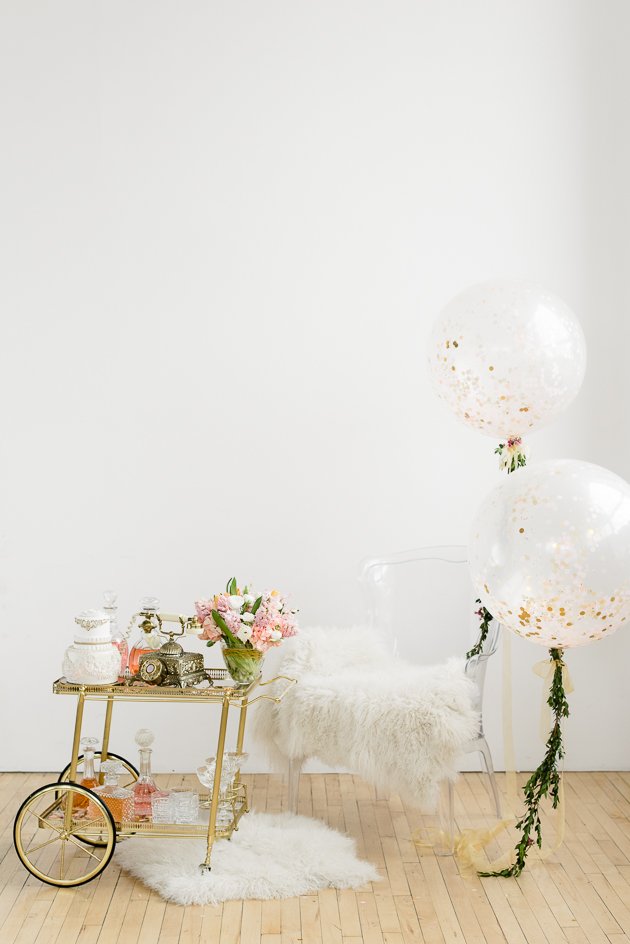 Wedding Photography Tips. Wedding balloons and decor.