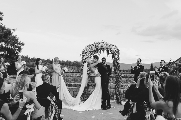 You may kiss the bride! Beautiful destination wedding in Florence, Italy