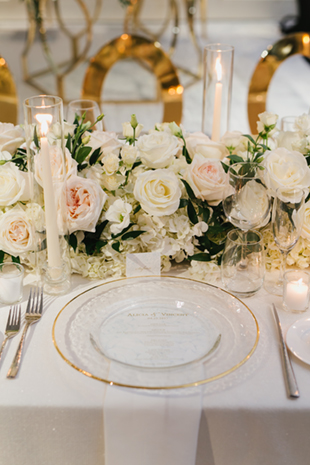 White and gold Chateau le Parc wedding decor