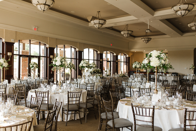 White and gold wedding decor and flowers at the Eagles Nest wedding reception