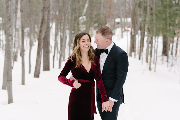Winter engagement photos can look super classy