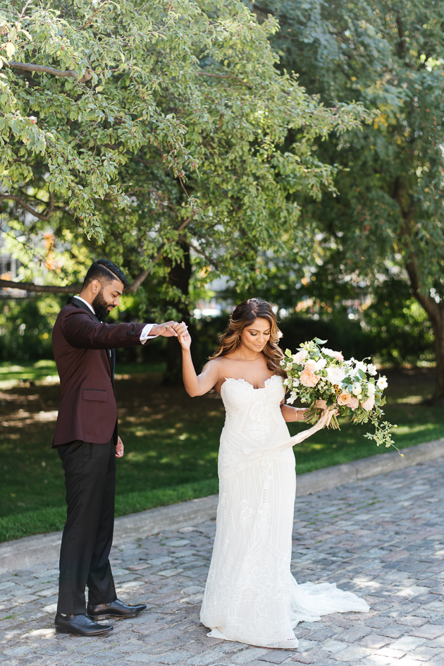 Romantic Osgoode Hall wedding portraits in Toronto