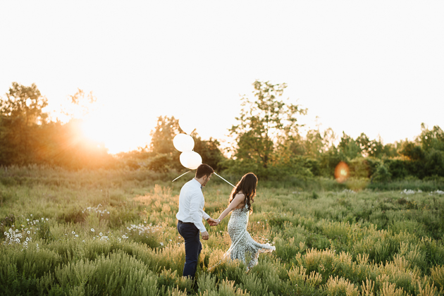 Romantic engagement photo ideas - Balloons!