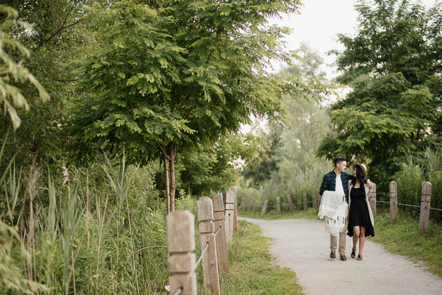 Scarborough Bluffs picnic engagement session in Toronto