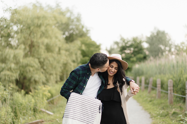 lovely picnic engagement session in Toronto