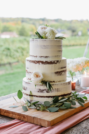 Organic cake with some flowers at the Ravine Winery wedding