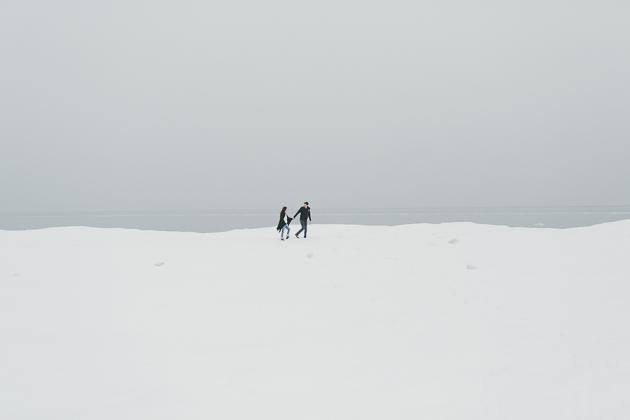 Winter engagement photos on the beach ideas