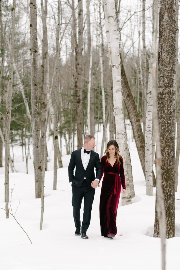 Elegant winter engagement photos ideas