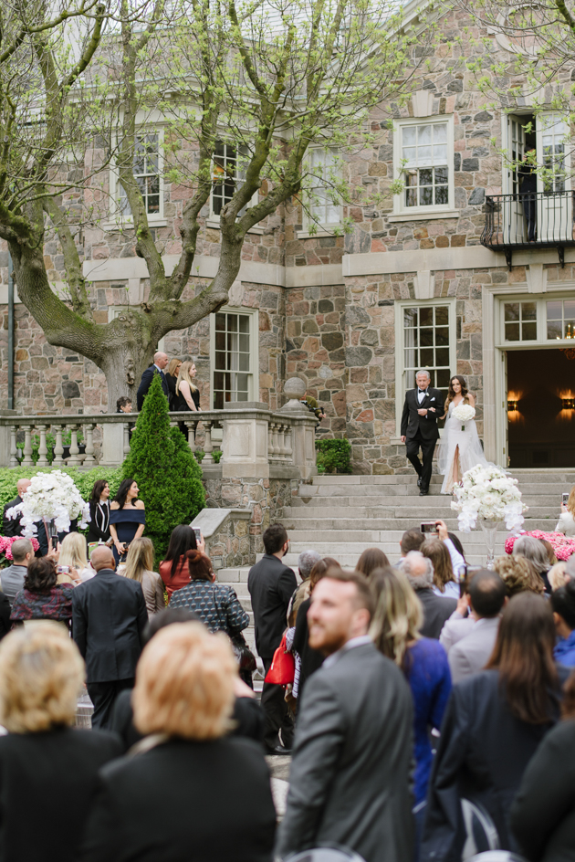A beautiful Graydon Hall Manor wedding by Mango Studios