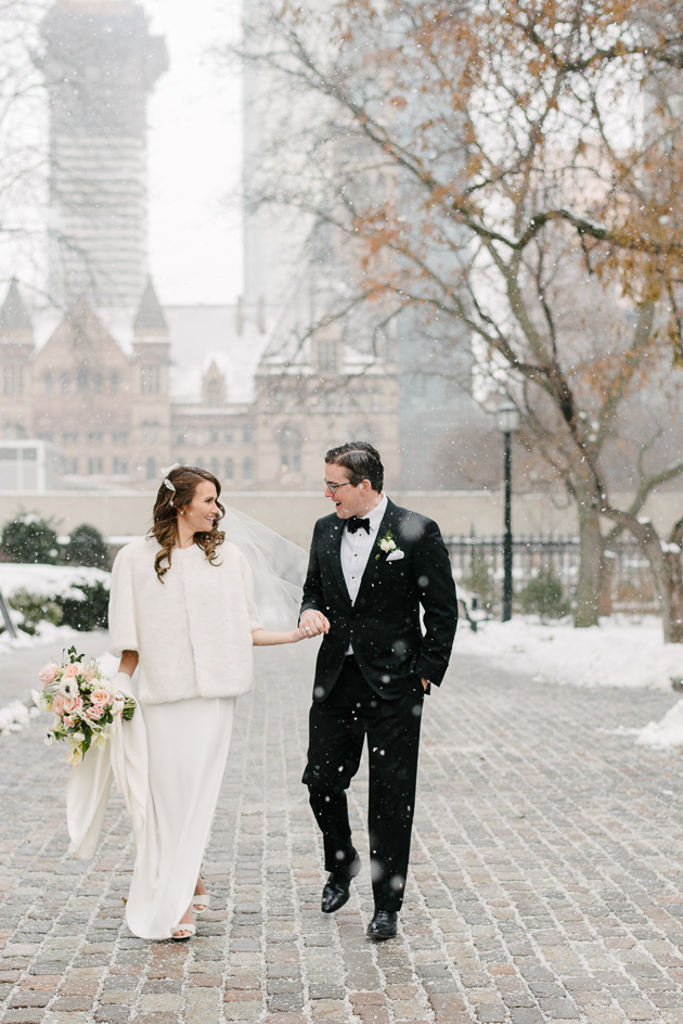 Why winter wedding photos are pretty much the best. A wedding photographer's expert tips.