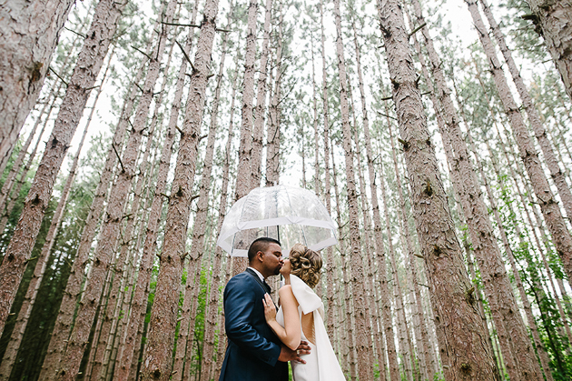 Rainy wedding photos at the Kortright Centre