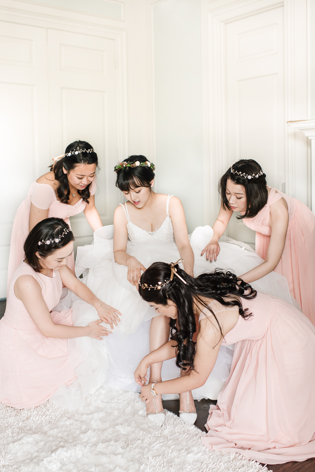 Bride and her bridesmaids are getting ready for the wedding at Cass Loma