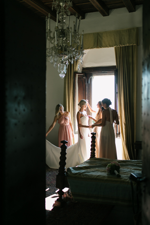 Bridal getting ready with bridesmaids at Castello di Vincigliata in Florence, France