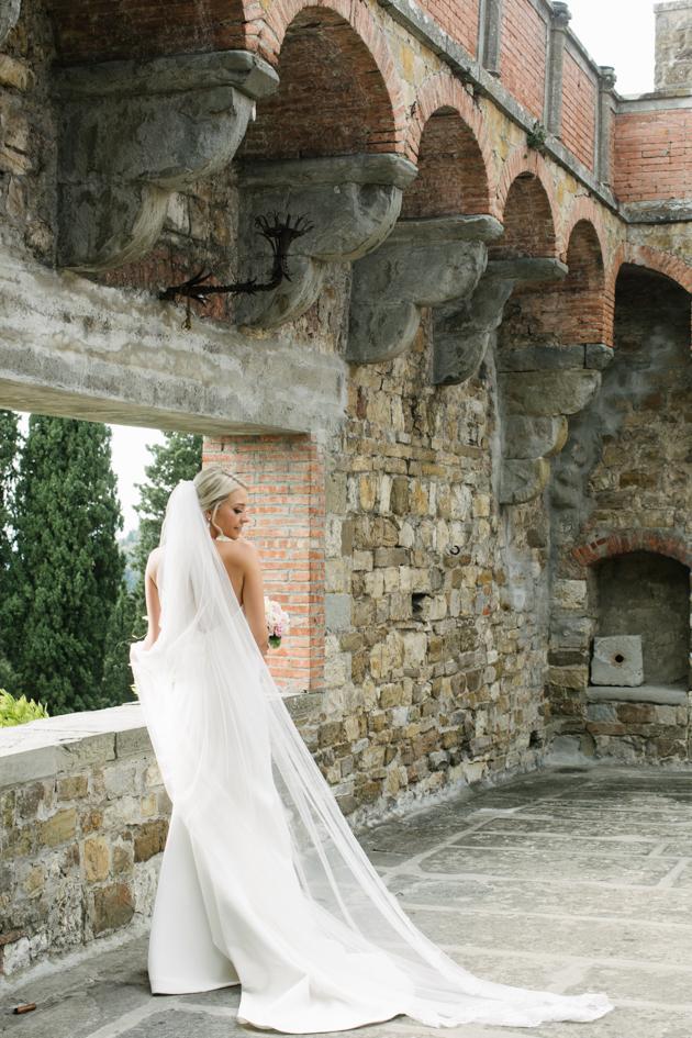 Bridal portrait at Castello di Vincigliata in Florence, France
