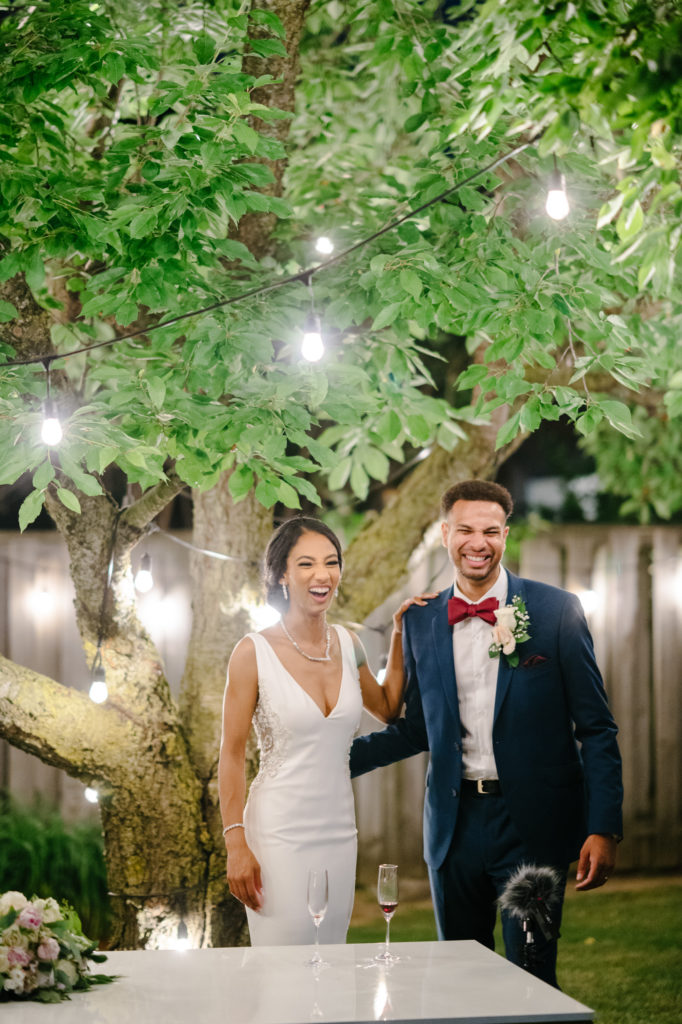"""Duas enfermeiras dizem """"sim"""" ao casamento do pequeno quintal micro durante Covid -19 74"""